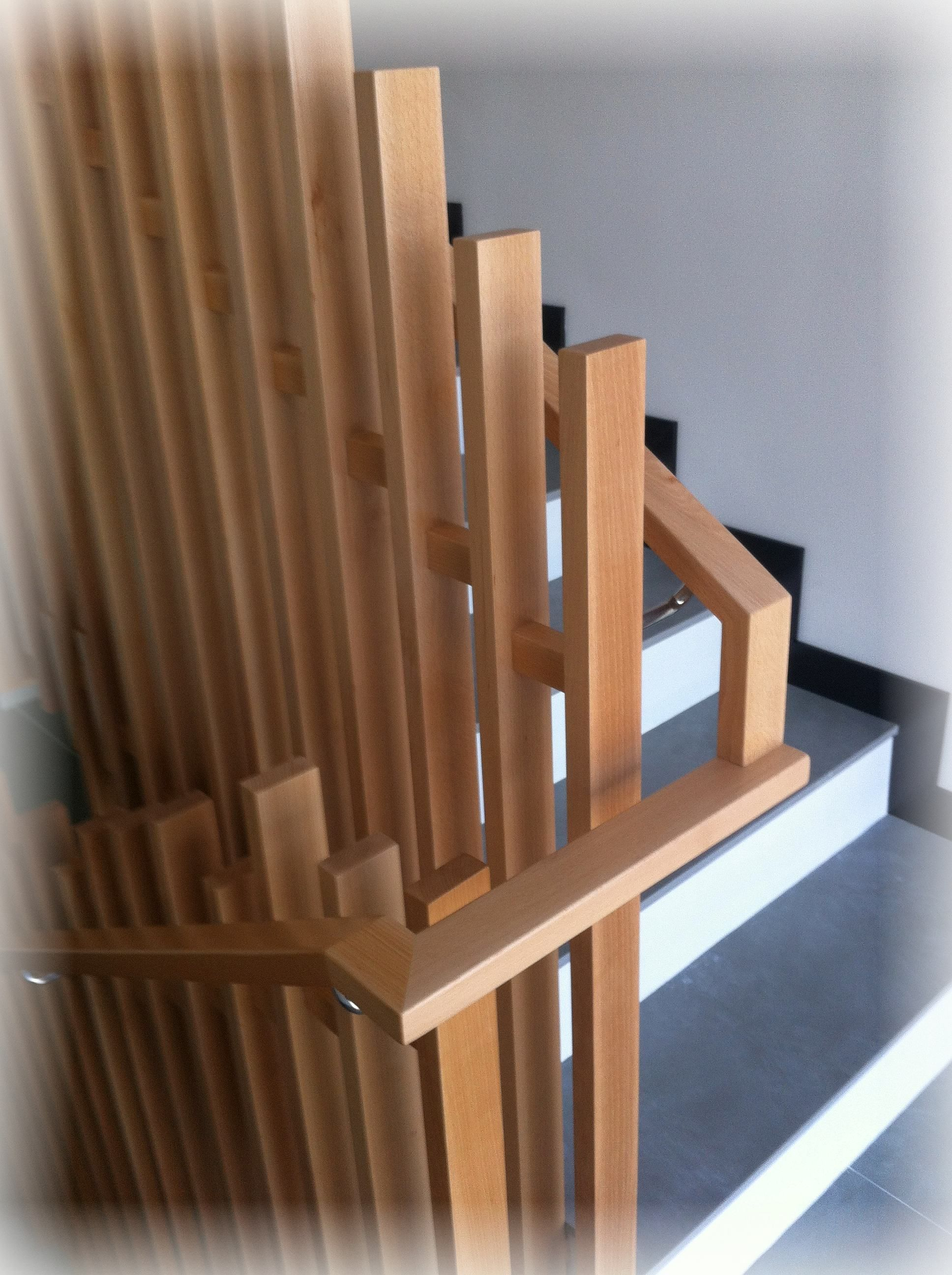 Barandilla madera diferente moderna escaleras madera pinterest moderno madera y escalera - Barandillas de madera para interior ...