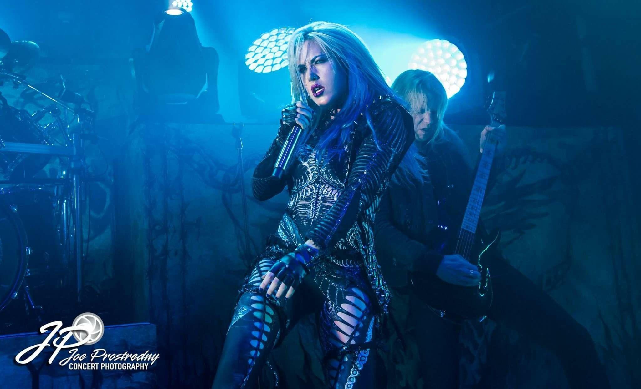 Alissa White Gluz With Images Alissa White Metal Girl Combat