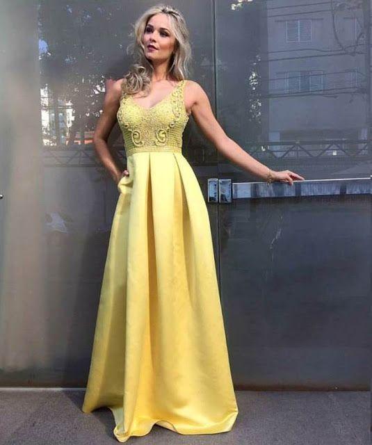 15 vestidos de festa amarelo da coleção verão 2017 - Madrinhas de casamento.  Find this Pin and more on Long Dress ... aba8a8905b4a