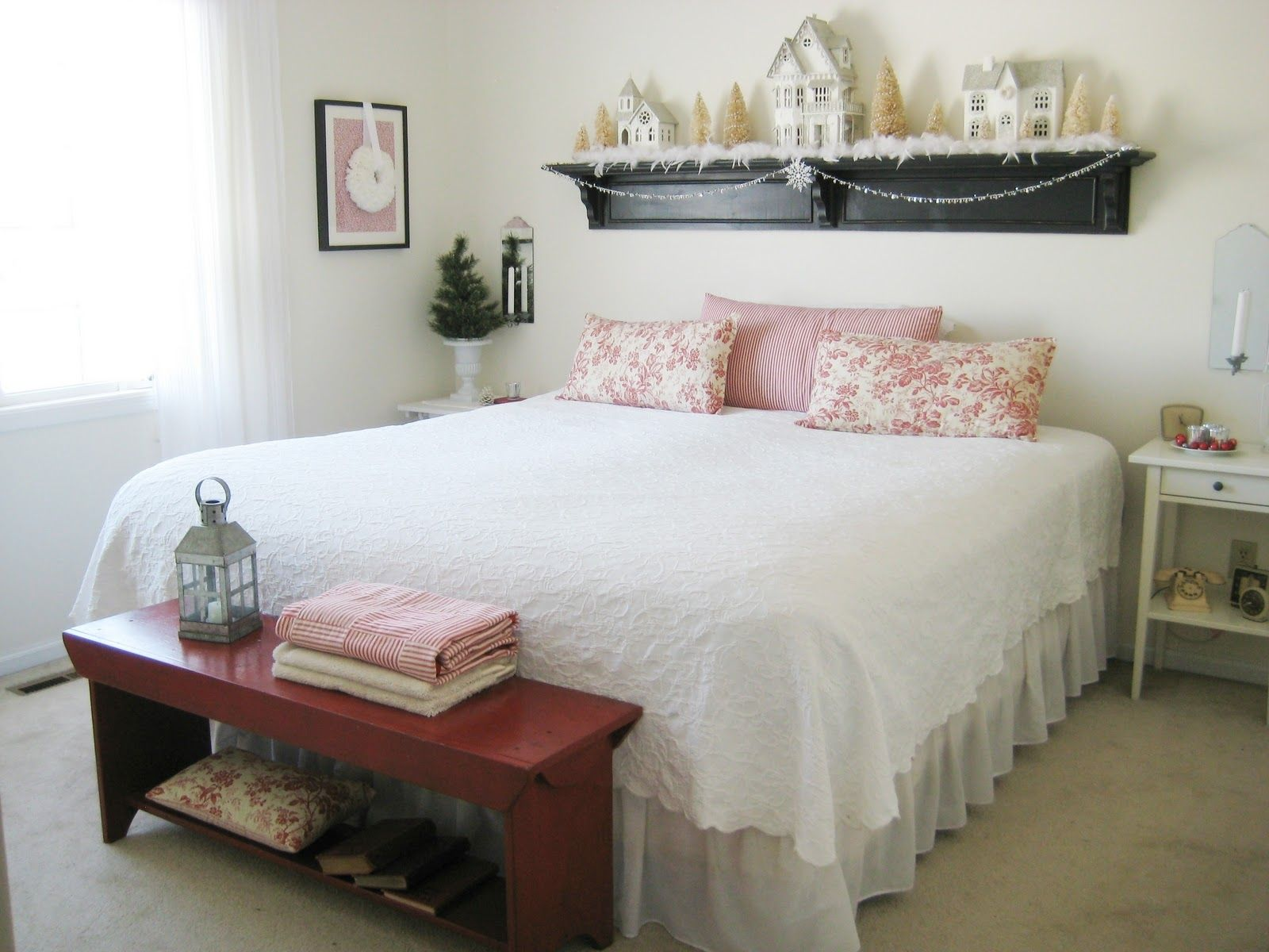 Cute How To Decorate Small Room With Queen Bed And Also
