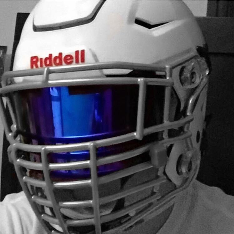 Shoc Iridium Visor In A White Riddell Speed Flex Football Helmet With A Big Grill Custom Facemask Great Looking Sp Football Helmets Football Football Uniforms