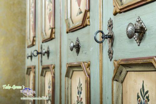 Vintage VOGLAUER Anno Bauernschrank Kleiderschrank Landhausstil massiv bemalt antik