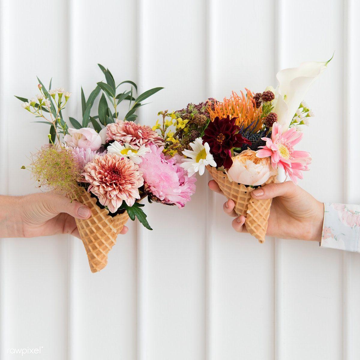 Two Women Holding Up Flowers In Ice Cream Cones Free Image By Rawpixel Com Jira Icecreamcone Flowers Flowerstagram Flo Mit Bildern Kostenlose Bilder Blumen Bilder