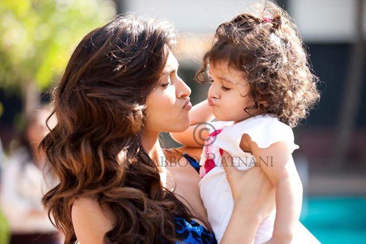 Awww Deepika Padukone With Photographer Dabboo Ratnani S Daughter Bollywood Celebrities Beautiful Actresses Deepika Padukone Style
