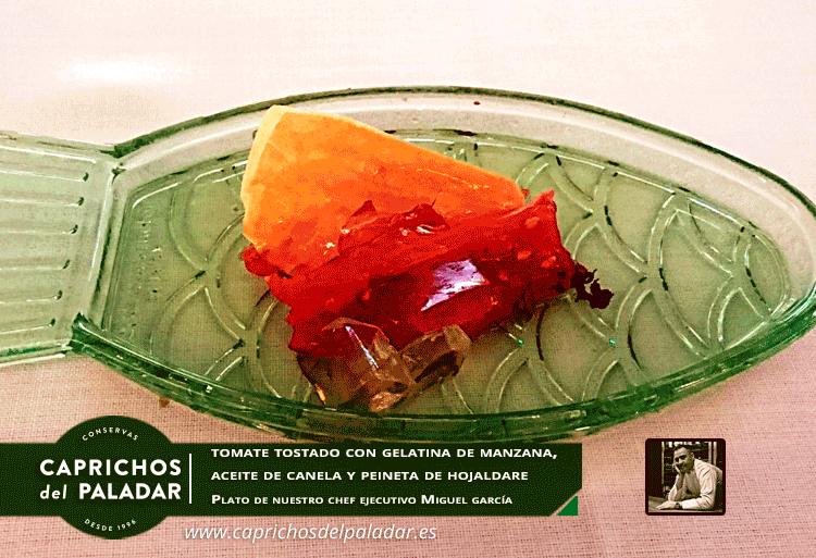 ¡ por fin es Viernes, y te dejamos otra creación de nuestro chef ejecutivo Miguel Garcia:  Tomate tostado con gelatina de manzana, aceite de canela y peineta de hojaldre  ¡ vaya pinta ! 😋