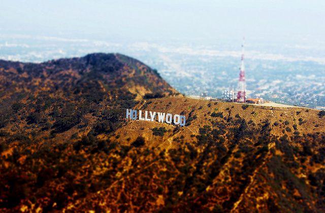 年を取らないハリウッドサイン。 30年前取った写真と言われても信じるかもしれません。英語で言うと、Timeless.