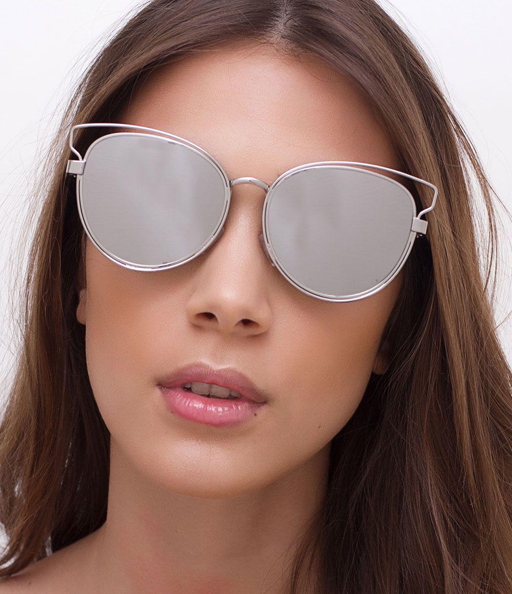5c635d1d4ceb2 Óculos de sol feminino Modelo gateado Hastes em metal Lentes espelhadas  Proteção contra raios UVA