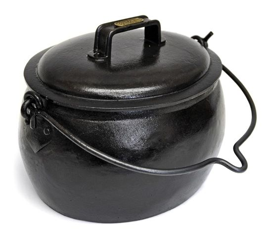 pot belly cooking pot cast iron cooking pinterest iron fire pots and cookware. Black Bedroom Furniture Sets. Home Design Ideas