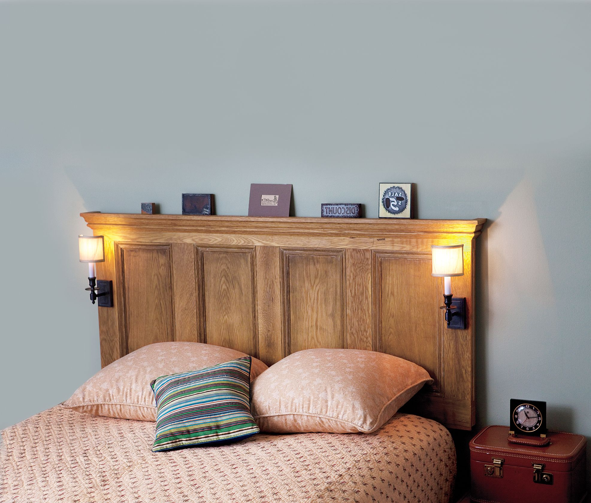 Wunderbar Hausgemachte Kopfbretter · Kopfteil Mit Lampen · An Interior Door  Made Into A Headboard