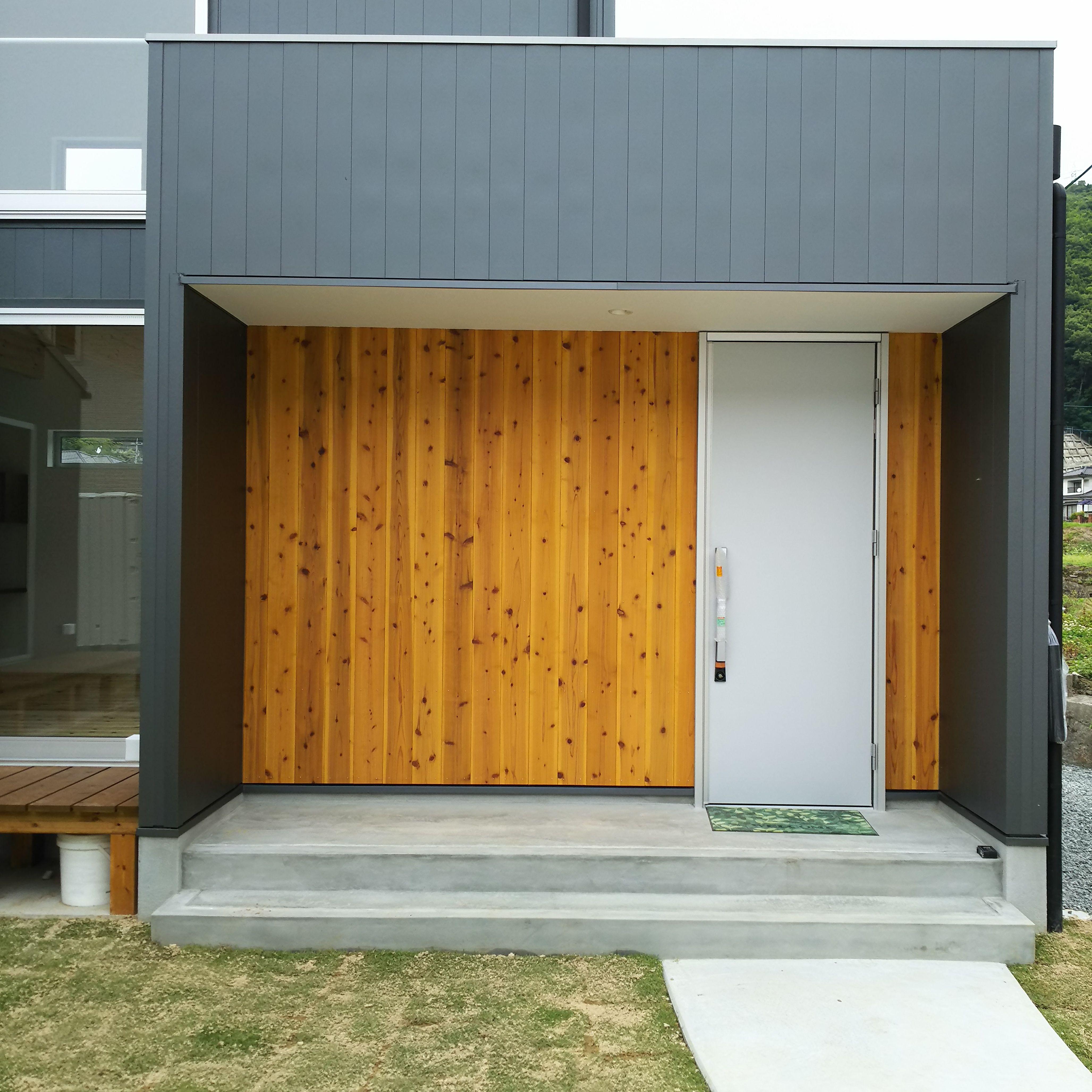縁側と板張りの外壁が特徴的な片流れ屋根のお家 321house 広島県