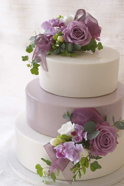 Lilac and Green Wedding Cake -like the flowers and proportions, but the cake surface is a little cold