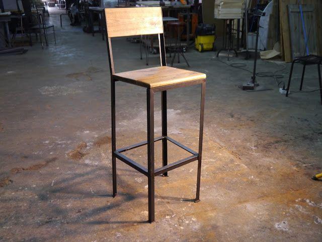 taburete en hierro y madera de estilo industrial vintage