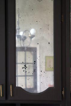 How To Make Clear Glass Panes Look Like Antiqued Mirror Using Looking Glass Spray Paint And A Little Antique Mirror Diy Mercury Glass Diy Antique Mirror Glass
