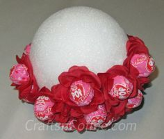 Easy, Lollipop Bouquet for Valentine's Day. Tutorial on CraftsnCoffee.com.
