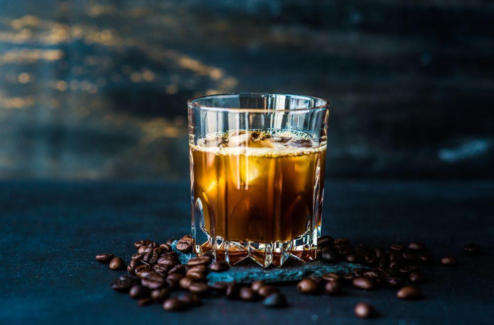 コーヒーとウイスキーで作るおすすめカクテル 美味しいレシピも紹介 Loohcs ウイスキー コーヒー カクテル