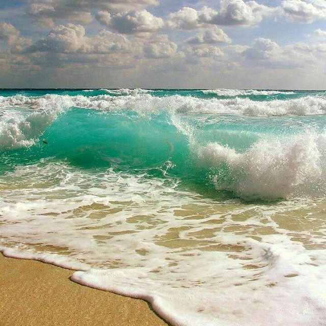 Hello Weekend!  Miami Beach  F L  R  D A . .  #staysaltyflorida #staysalty #florida #floridalife #loveflorida #sunshinestate #miami #miamibeach #sobe #southbeach #oceanavenue #beachlife #saltlife #waves #aqua