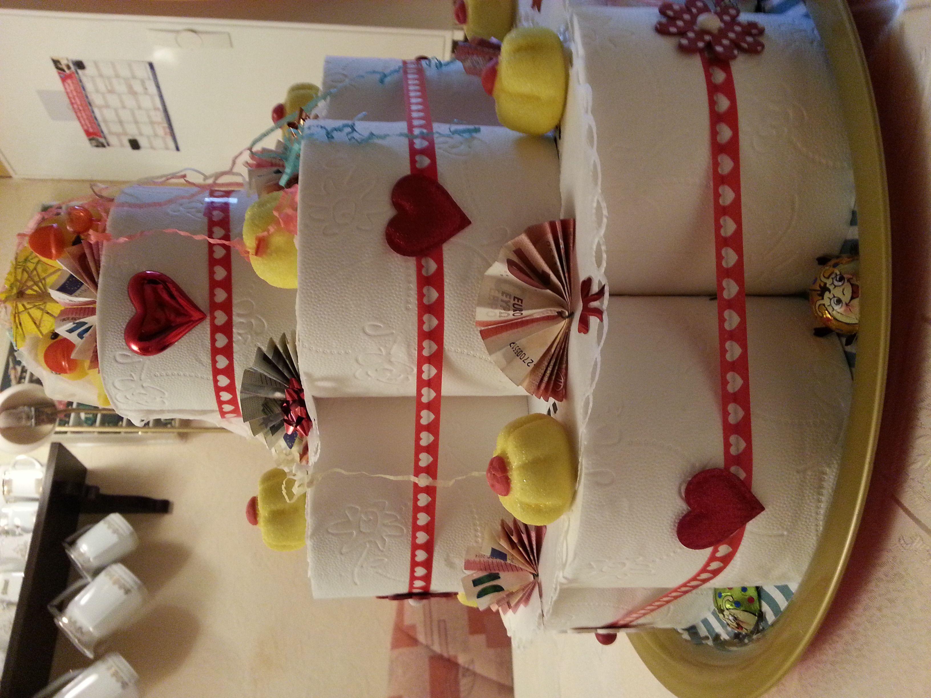 Hochzeits Torte Aus Toilettenpapier Als Geschenk Mit Geldscheinen Mit Bildern Geschenke Geschenkideen Basteln
