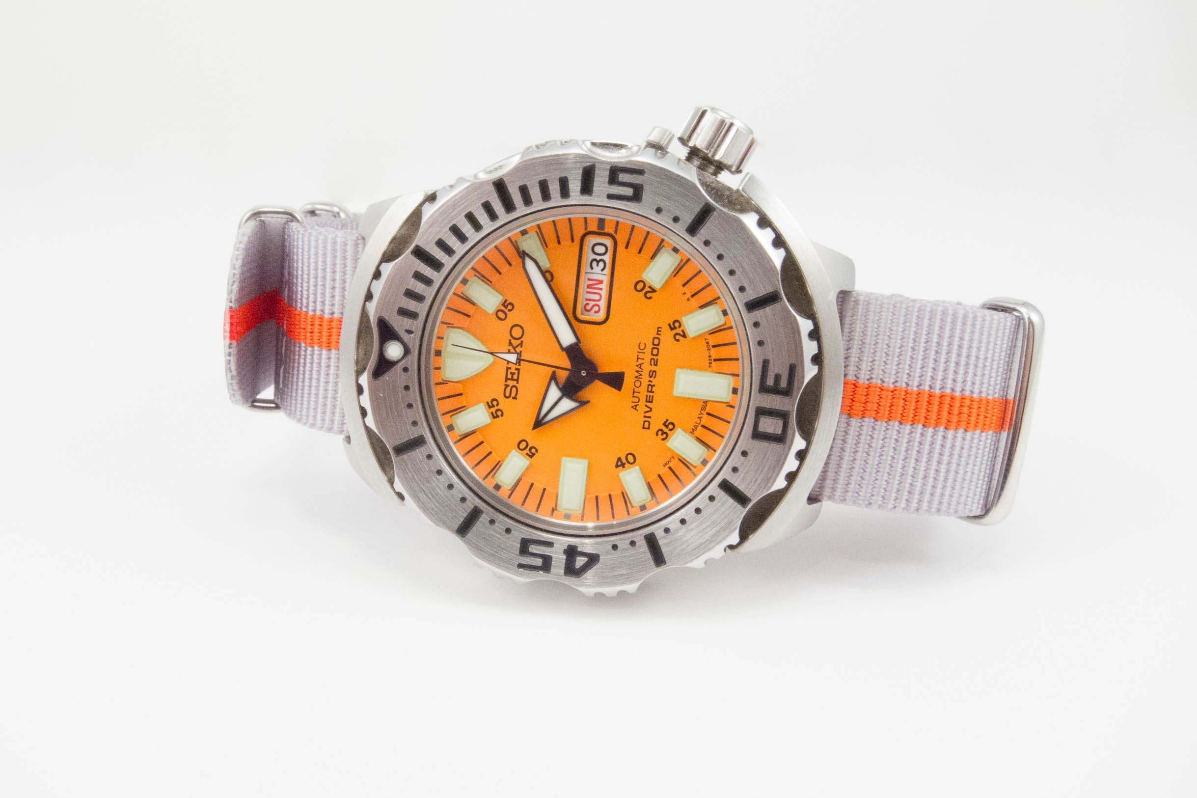 Gray and Orange on a Seiko Monster. Looking fantastic!