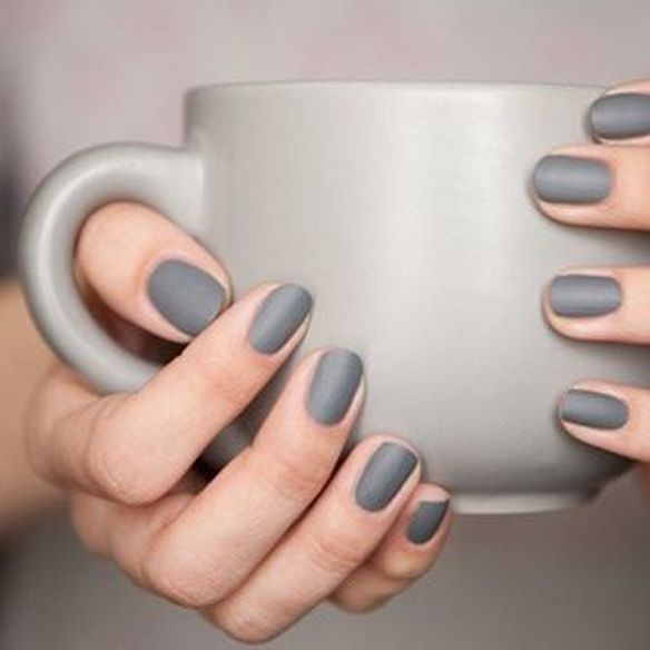 6. Manicura / Manicure Tonos oscuros como gris, negro, kaki, vino ...