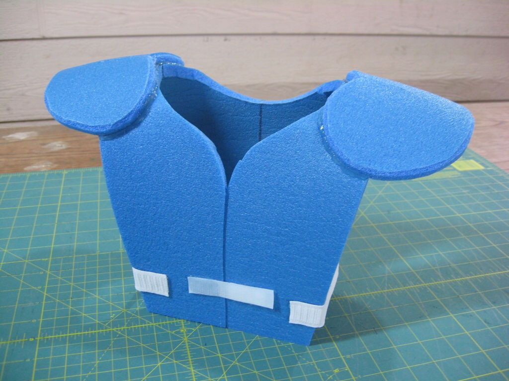 14130d823 DIY football shoulder pads for kid s Halloween costume. These instructions  are awesome   just made my day!  )