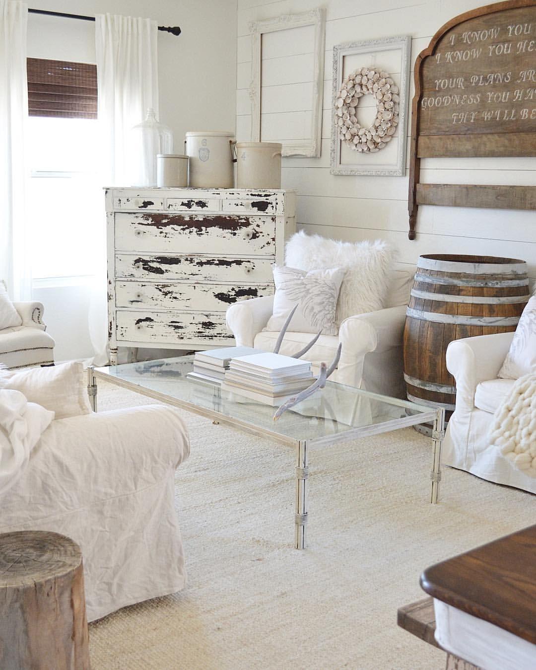Milk painted dresser with @oldbarnmilkpaint, farmhouse style decor ...