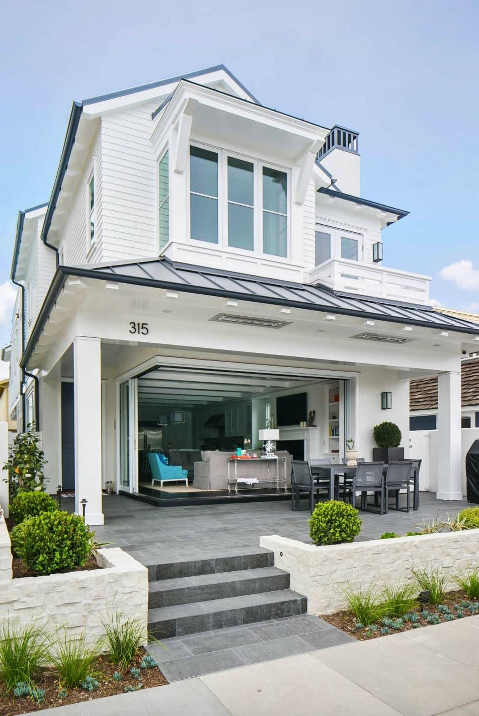 California beach house boasts airy contemporary farmhouse