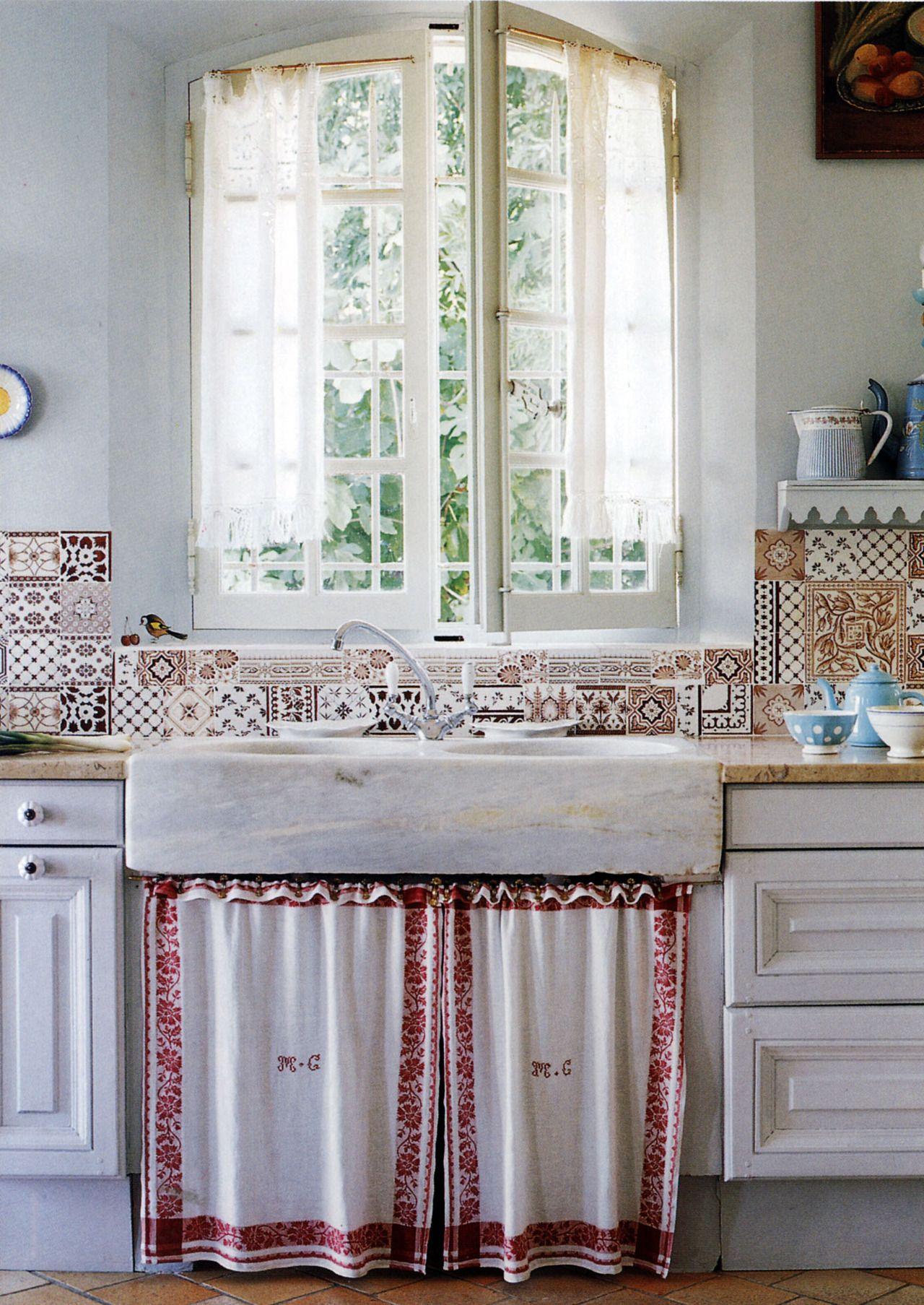Kitchen sink without window  oldfashioned country kitchen  cuisine vintage  pinterest  sinks