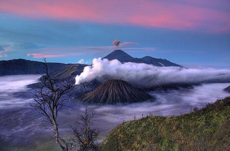 Explore Gunung Bromo Bromo Tengger Semeru National Park Holidays And Discover The Best Time And Places To Visit A Luna Pemandangan Gunung Berapi Indonesia