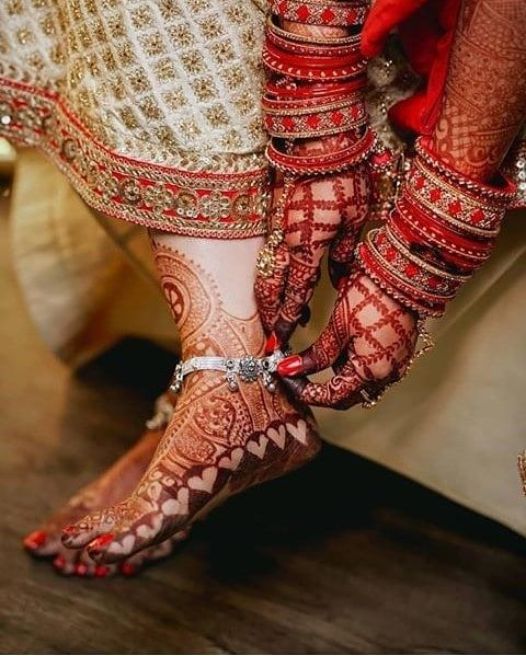Elevate your bridal look with these charming and intricate mehndi designs for legs and feet 💕 . . . #indianwedding #weddingphotography #weddings #bride #bridetobe #mehendi #bridalmehendi #photography #brdalinspiration #bridaltrends #trends #red #mehendidesign #lehenga #lehengainspiration #groom #wedding #typical #2020brides #2020weddings #2020weddingtrends #punjabiwedding #punjabi #punjabibride #hennadesigns