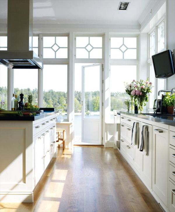 kitchen+white+wood+floor = amazeballs and look at that view, agh the