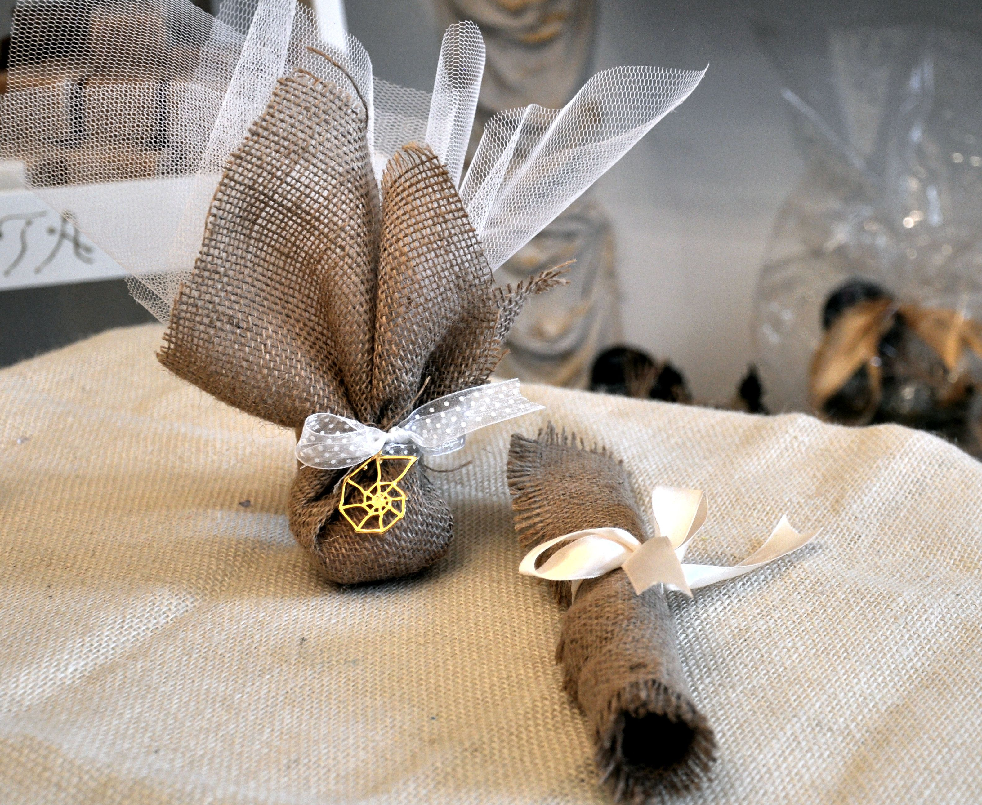 A proposal combining the invitation & the wedding box where you are going to choose the type of soap that is contained within your special gift.