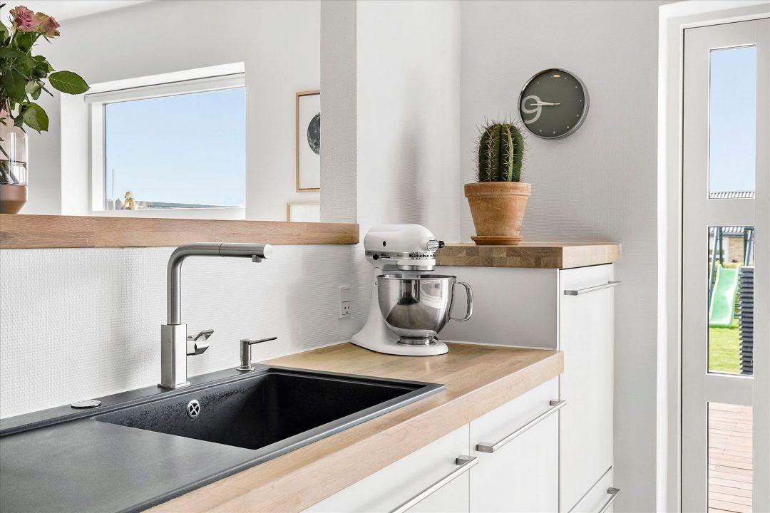 mueble de cocina blanco encimera de madera cocinas nórdicas cocinas