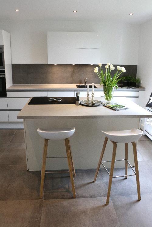 Müche im eleganten Betonlook #Küche #Küchen #Küchenfliesen