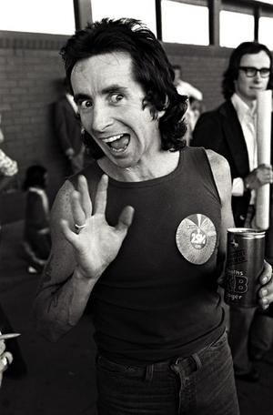 Bid To Erect Statue Of BON SCOTT In His Birthplace Announced!