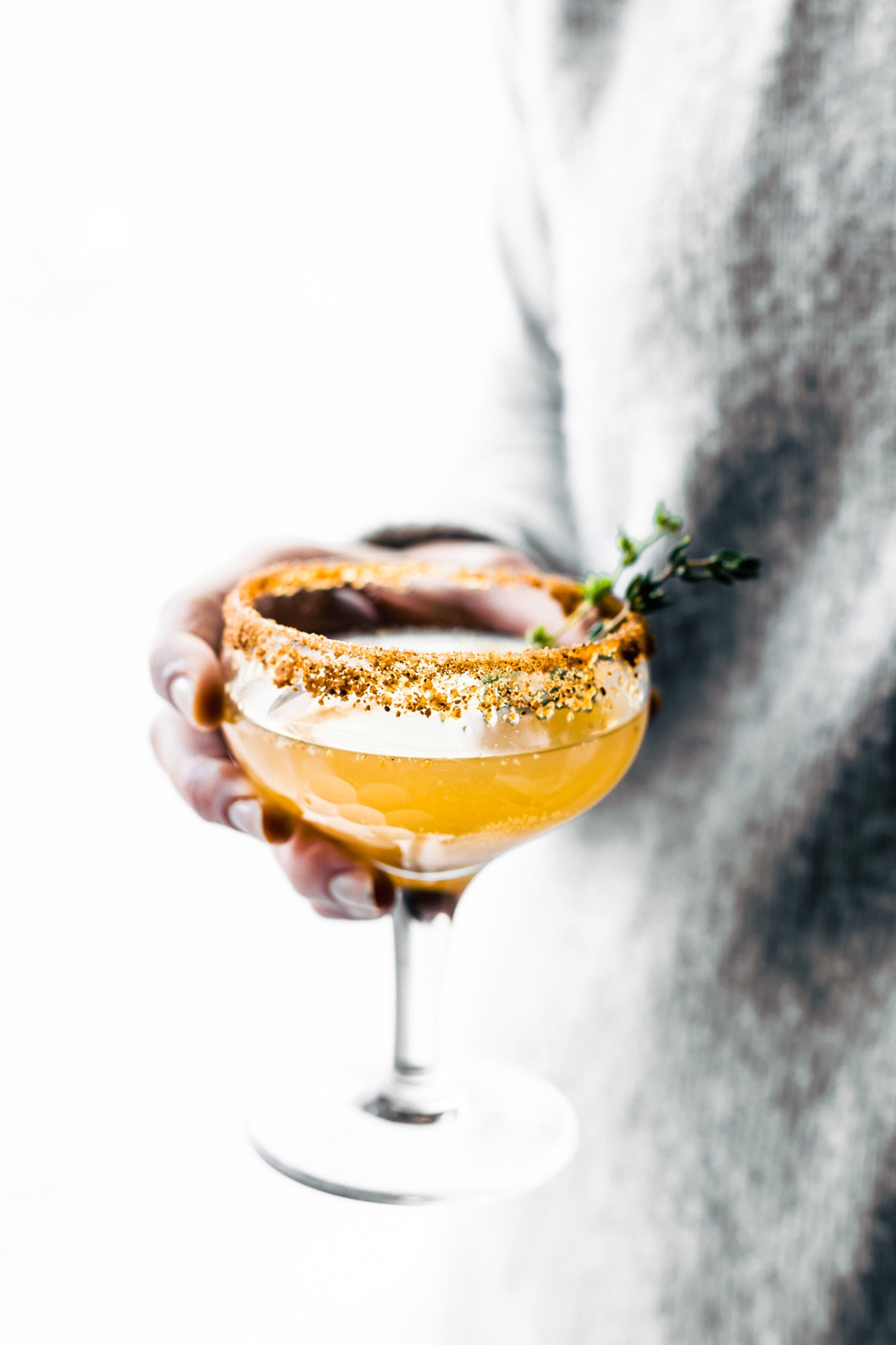 10+ erfrischende Sommer-Cocktails mit Kräutern | Pinterest | Manuka ...