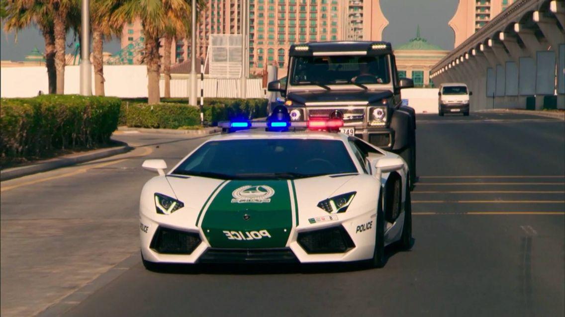 Dubai police power Dubai BLVD Sports car