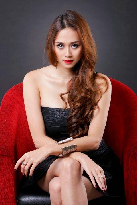 Foto Aura Kasih Model Me Asia Magazine Photoshoot Www Amies