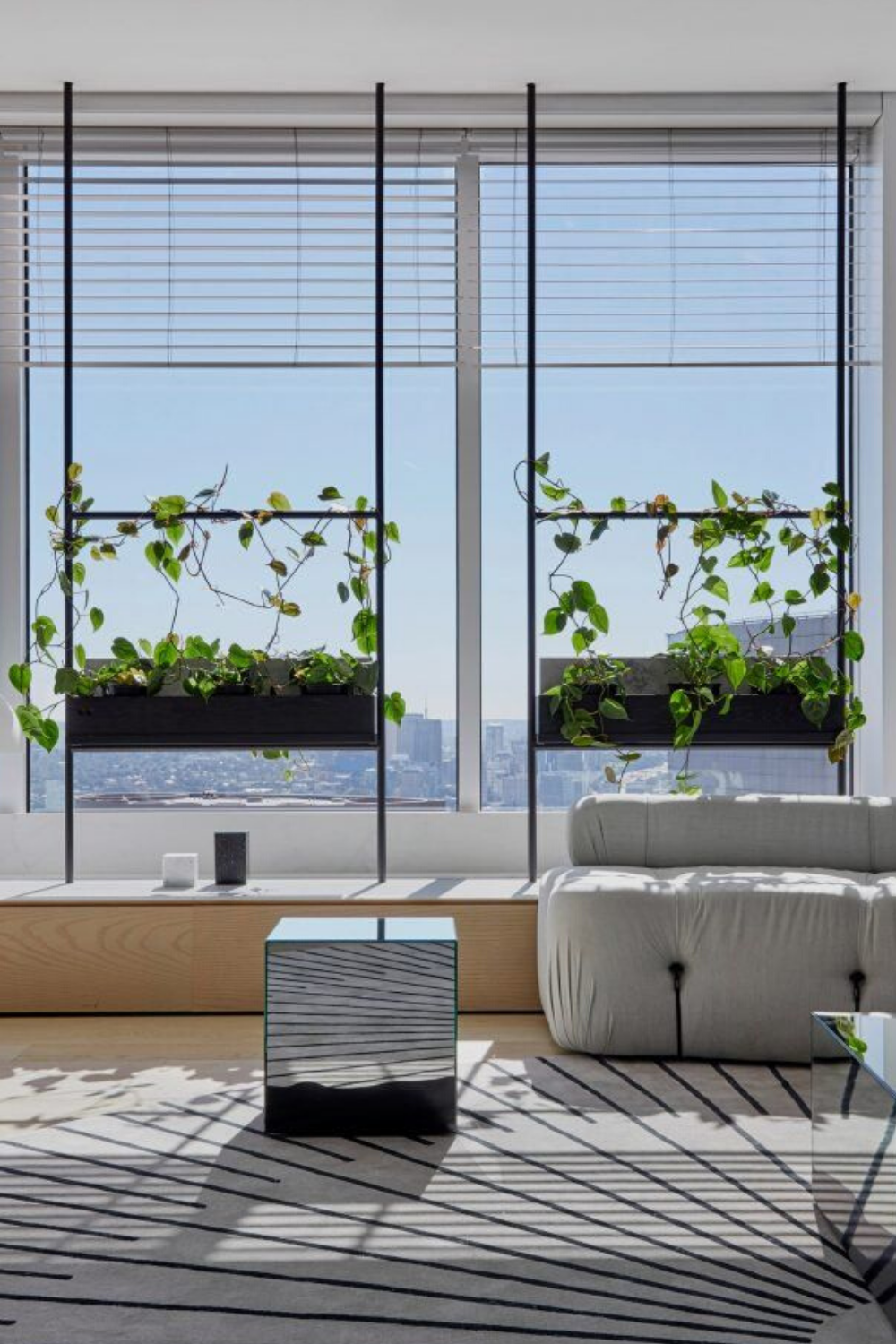 Why don't you create a cozy and pleasurable atmosphere starting from your office décor? It may be the best solution for a more productive day! Let 5 OFFICE TOP TRENDS inspire you in ISPLOSION. Visit us for: #interior #decor #moderndecor #interiordecor #moderninteriordesign #contemporaryinteriors #besthomestyle #interiordesign #luxury #interiors #interiordesign #homedecor #office