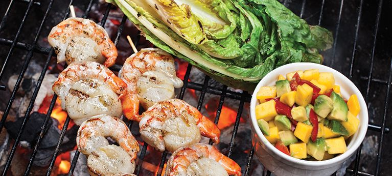 Äyriäisvartaat ja grillattu salaatti | Kalaruoat | Reseptit | Reseptit ja menut | Stockmann.com