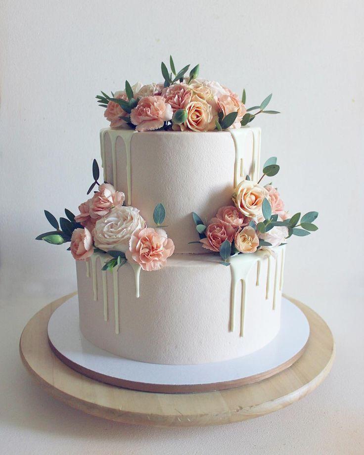 Die cremige Farbe des Kuchens 😍 wenn es in 2 Stufen ist …   – One Day – #cr…