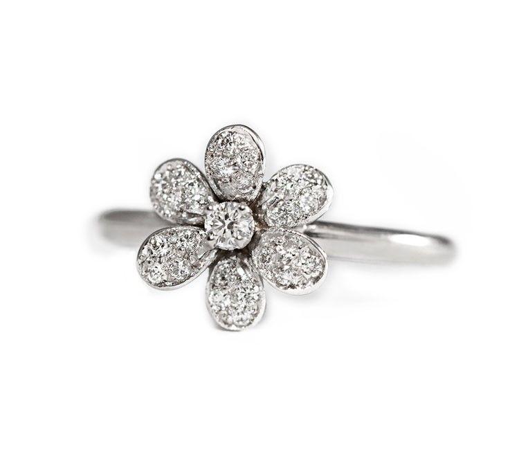 4a762ea94711 Anillo de diamantes de diseño FLOR Sortija de diseño con diamantes redondos  que componen este anillo en forma de flor