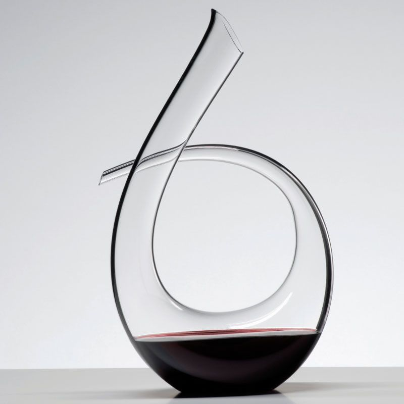 10 Unique Modern Wine Decanters Keep Your Bottle Of Wine Looking Fine In This Beautiful Curved Glass Decanter Decanter Wine Decanter Glass Wine Decanter