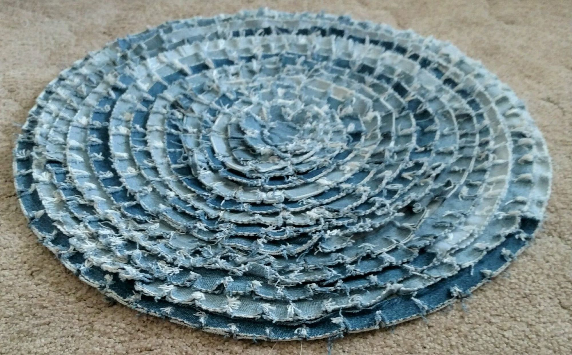 Round Denim Rug Recycled Denim Rug Upcycled Denim Rug In 2020 Denim Rug Washable Rugs Recycled Denim
