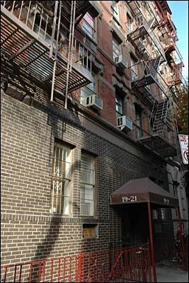 Tour Your Favorite Movie And Tv Show Locations In Manhattan Ugly Guysfriends Apartmentfilming