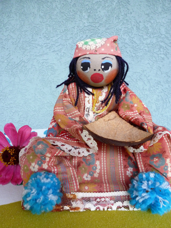 Vintage Folk Art Souvenir Doll With Coconut Tray Amp Pom