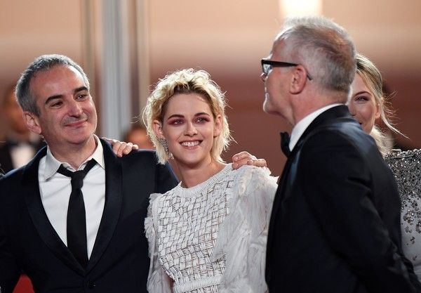 "Kristen Stewart Photos Photos - Festival General Delegate Thierry Fremaux (R) welcomes French director Olivier Assayas, US actress Kristen Stewart and Austrian actress Nora von Waldstatten as they arrive on May 17, 2016 for the screening of the film ""Personal Shopper"" at the 69th Cannes Film Festival in Cannes, southern France. / AFP / ANNE-CHRISTINE POUJOULAT - 'Personal Shopper' - Red Carpet Arrivals - The 69th Annual Cannes Film Festival"