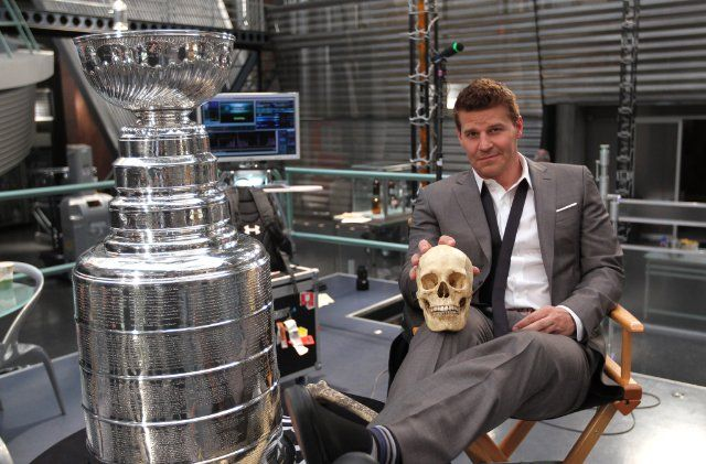 Bones (TV Series 2005– ) photos, including production stills, premiere photos and other event photos, publicity photos, behind-the-scenes, and more.