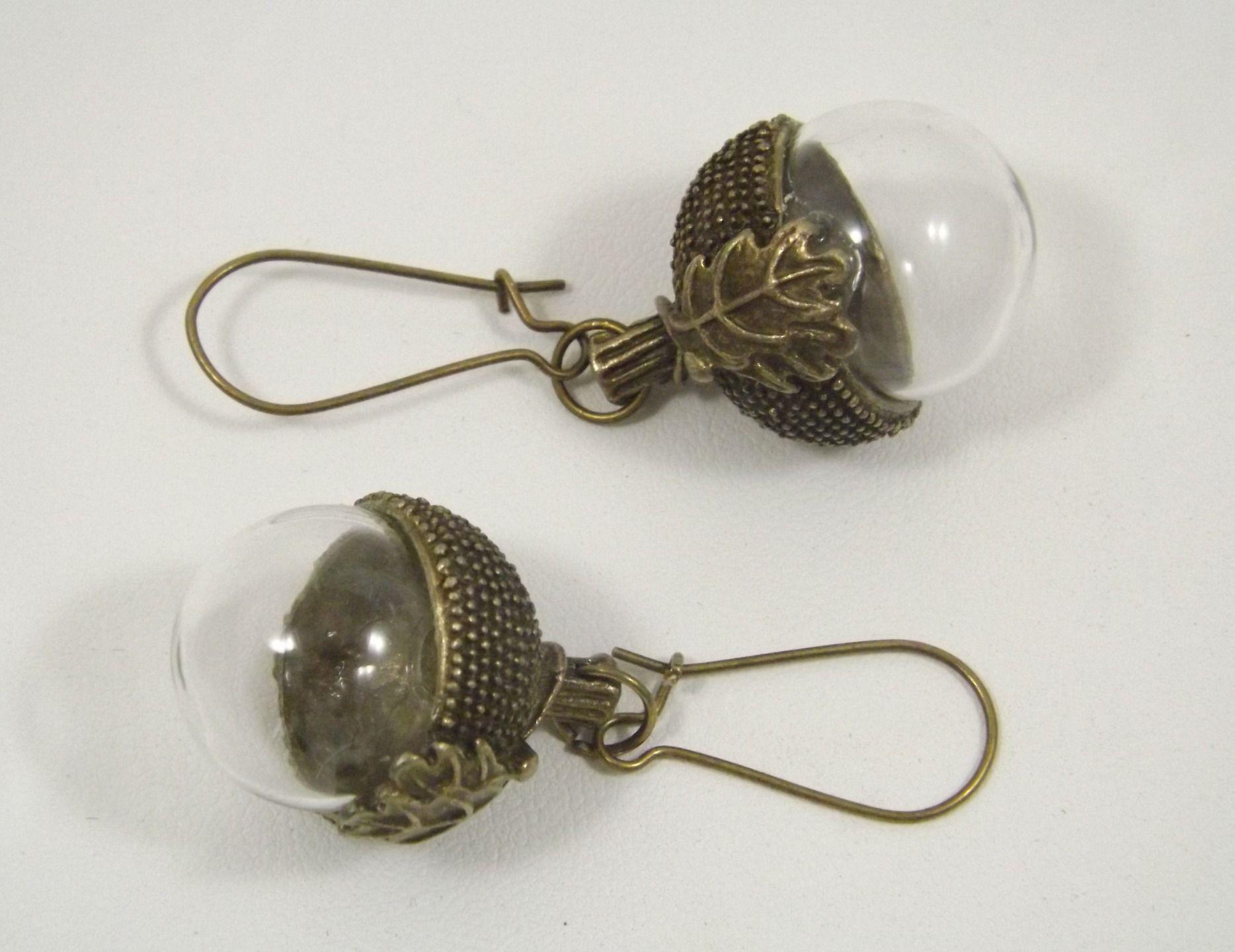 Boucles d'oreilles globes verre, fruit du chêne (gland) et sa feuille, en métal…