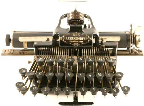Blickensderfer nº 5.En 1891, George C. Blickensderfer (1850-1917) inventó una pequeña máquina de escribir portátil que contó con la capacidad de cambiar los estilos de letra a voluntad. Este diseño único fue la base de un negocio de fabricación de la máquina de escribir que duró casi treinta años.