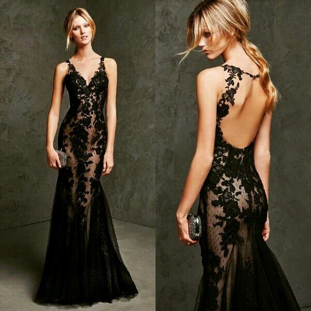 Vestido belissimo em renda preta com forro nude.......belo.